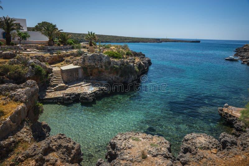 Сценарный ландшафт с видом на море, Kythira, Грецией стоковая фотография