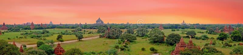 Сценарный взгляд буддийских висков в Bagan, Мьянме стоковое фото rf