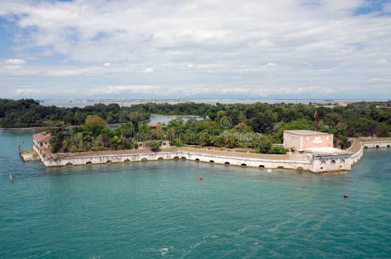 Сценарный взгляд городского пейзажа Венеции, очаровывает морским путем к Венеции, Ital стоковые фото