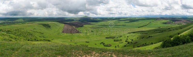 сценарный взгляд зеленой долины, России, Pyatigorsk, стоковая фотография