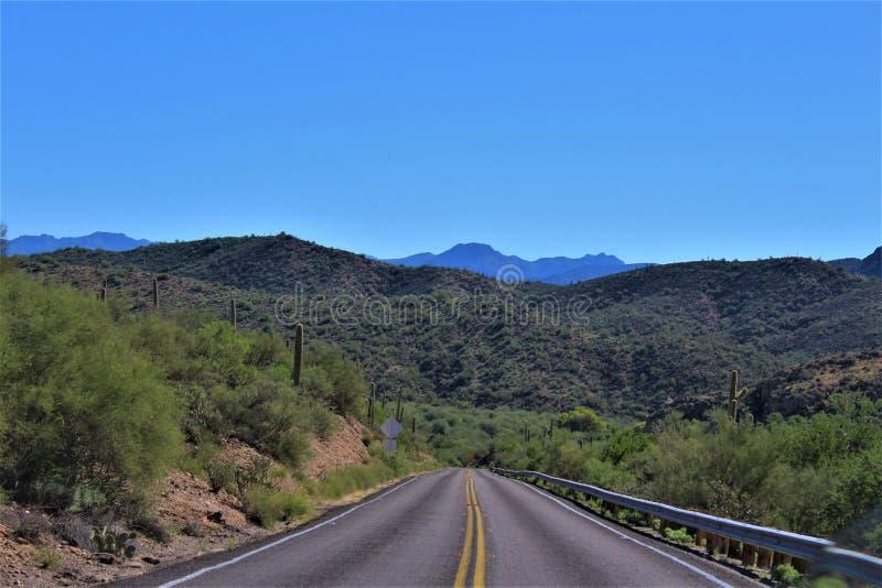 Сценарный взгляд ландшафта от мезы, Аризоны к холмам фонтана, Maricopa County, Аризоны, Соединенных Штатов стоковое фото rf