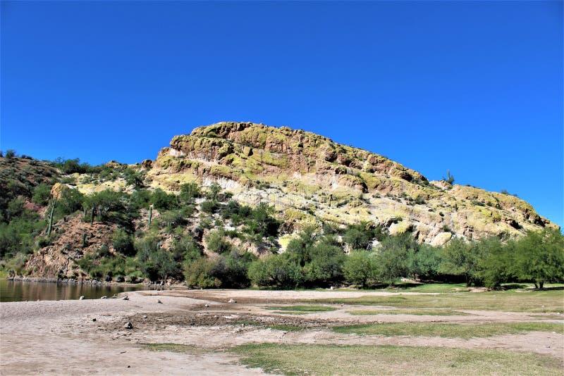 Сценарный взгляд ландшафта от мезы, Аризоны к холмам фонтана, Maricopa County, Аризоны, Соединенных Штатов стоковая фотография