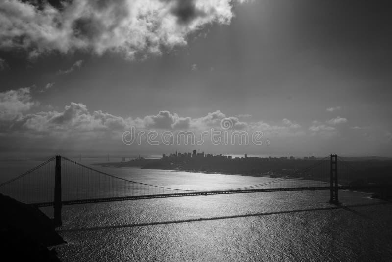 Сценарный взгляд моста золотых ворот стоковые изображения