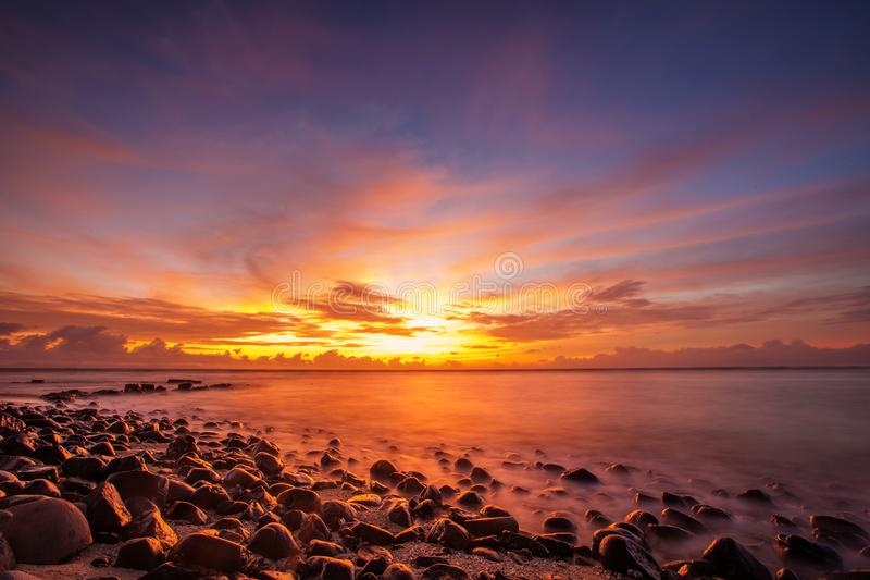 Сценарный взгляд на Индийском океане на Индонезии, острове Lombok стоковые фото