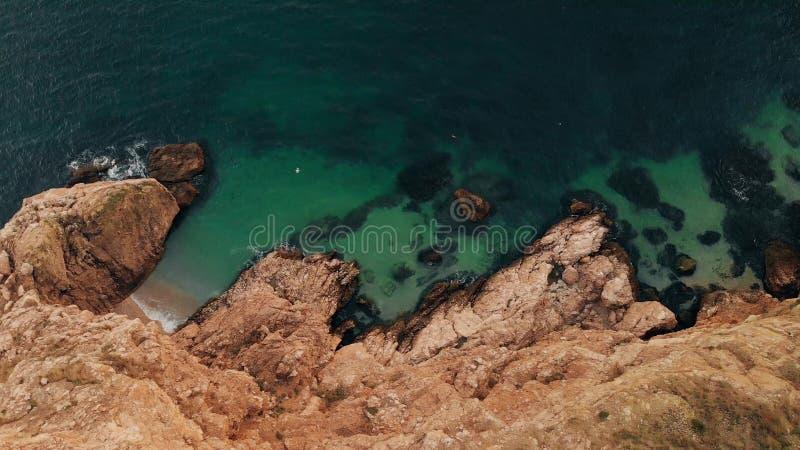 Сценарный взгляд скалы и океана стоковое фото
