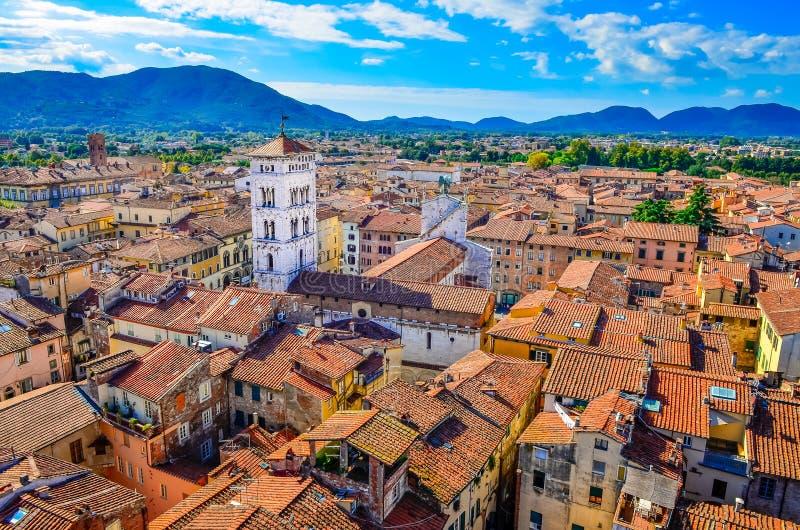 Сценарный взгляд деревни Лукки в Италии стоковое изображение