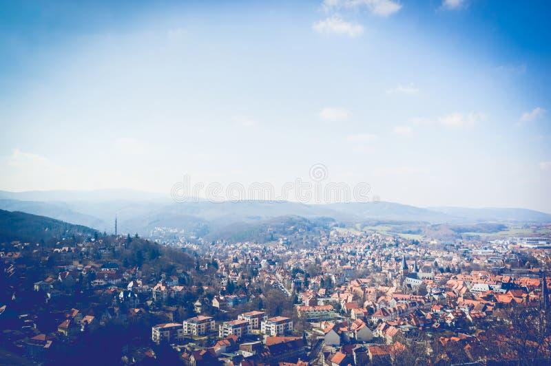 Сценарный взгляд красивой немецкой деревни в Harz стоковые изображения rf