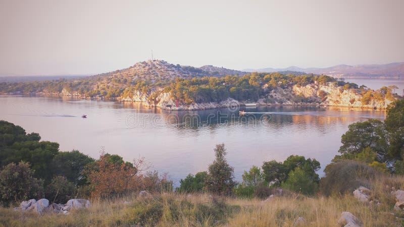 Сценарный взгляд на канале моря стоковые фото