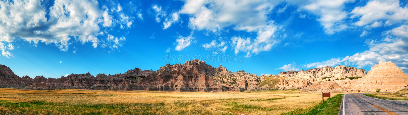 Сценарный взгляд на неплодородных почвах национальном парке, Южной Дакоте, США стоковое изображение rf