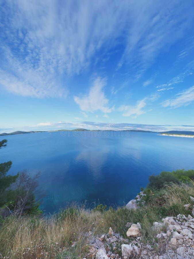 Сценарный взгляд на хорватских островах стоковая фотография