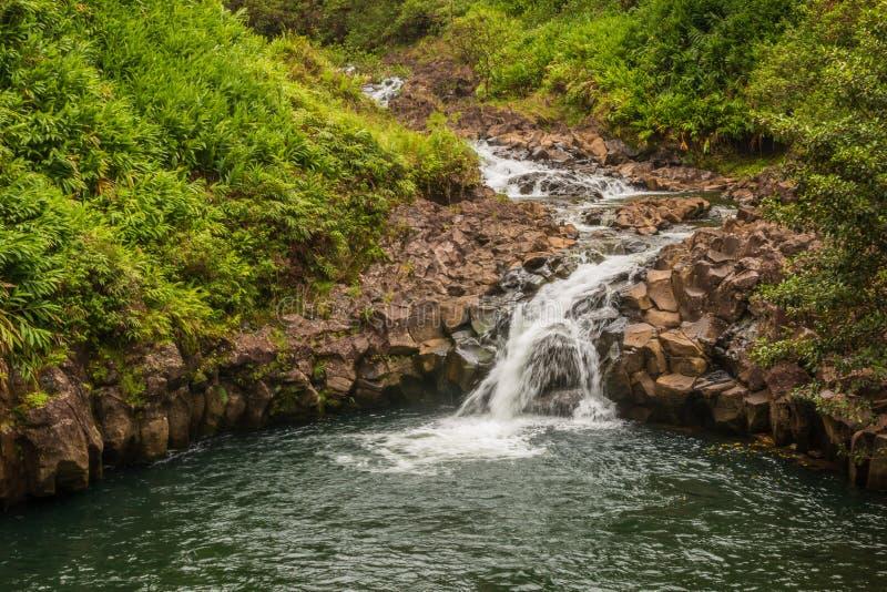Сценарный водопад около Ганы Мауи стоковое фото
