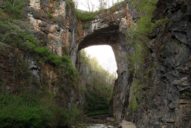 Сценарный естественный мост стоковые изображения rf