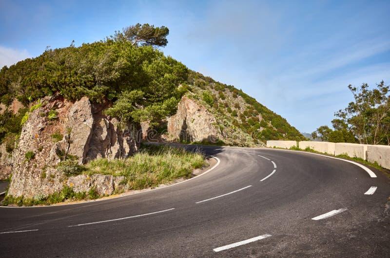 Сценарный загиб дороги в горной цепи Anaga, Тенерифе, Испании стоковое фото