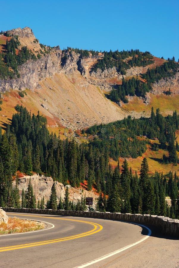 Сценарный хайвей горы стоковое изображение rf