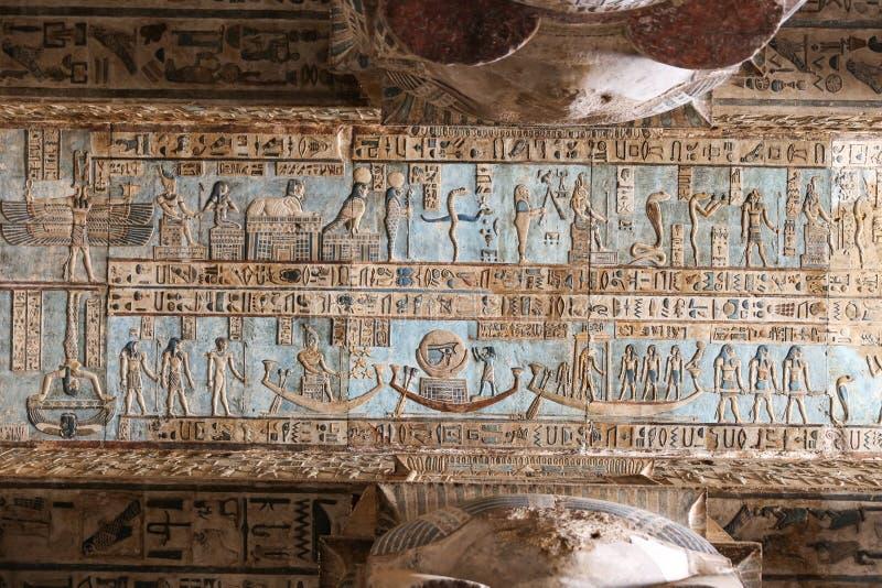 Сцена в виске Denderah, Qena, Египте стоковое фото