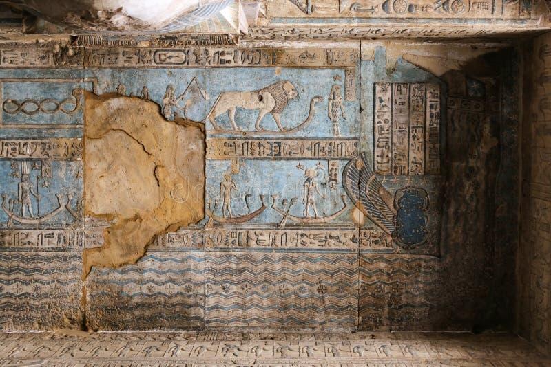 Сцена в виске Denderah, Qena, Египте стоковое изображение rf