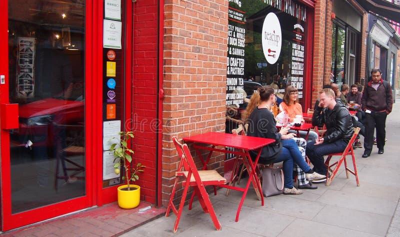 Сцена в северном квартале, Манчестер улицы, Великобритания стоковые фотографии rf