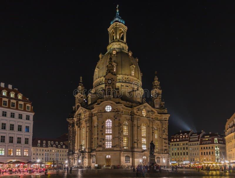 Сцена Дрезден ночи памятника Frauenkirche Церков-Мартина Luther, Германия стоковое фото