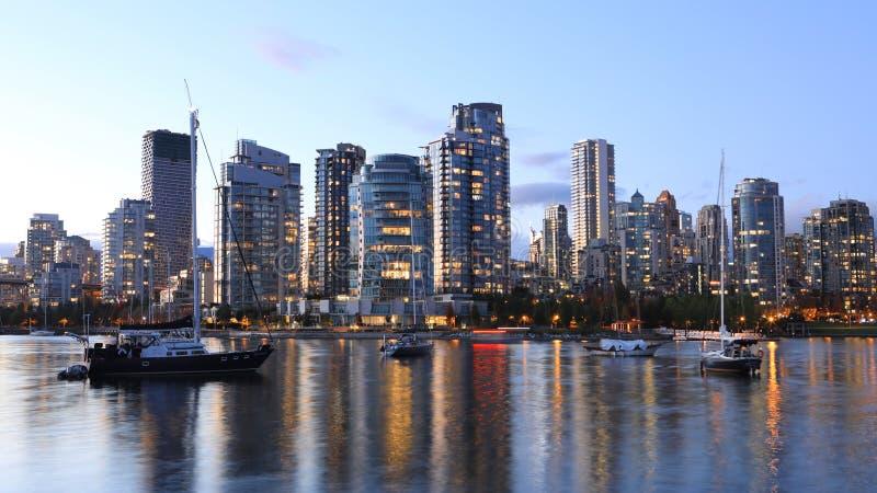 Сцена захода солнца горизонт Ванкувера, Канады стоковые изображения rf