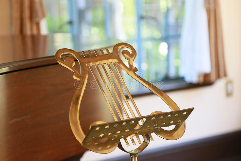 Сцена золотого noteboard стоковое фото rf
