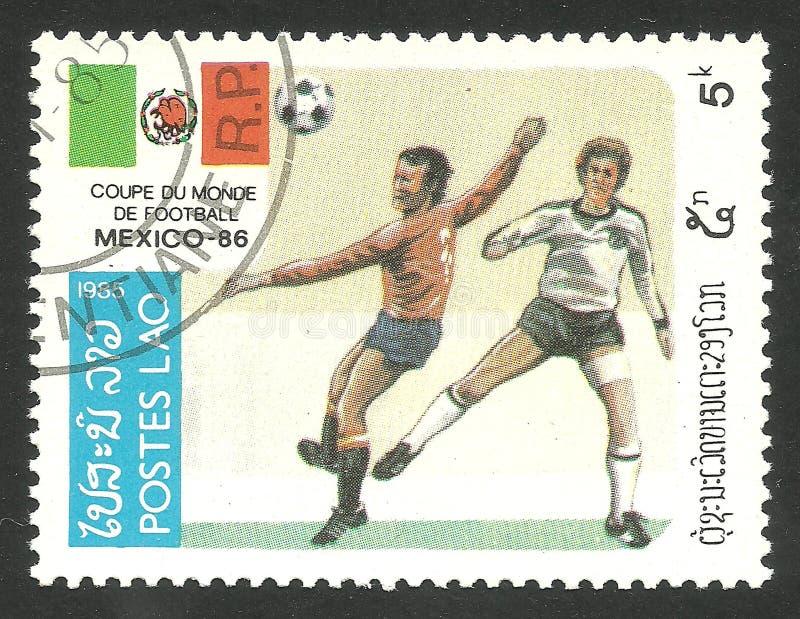 Сцена и флаг игры футбола стоковое изображение rf