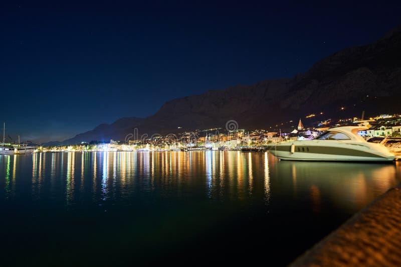 Сцена ночи в Makarska стоковая фотография
