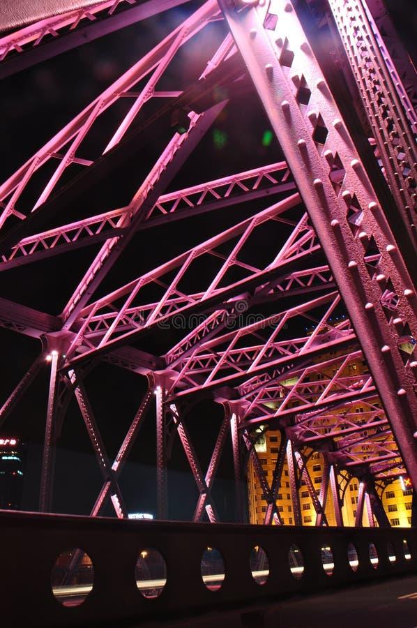Сцена ночи красочного моста Waibaidu стоковое фото rf