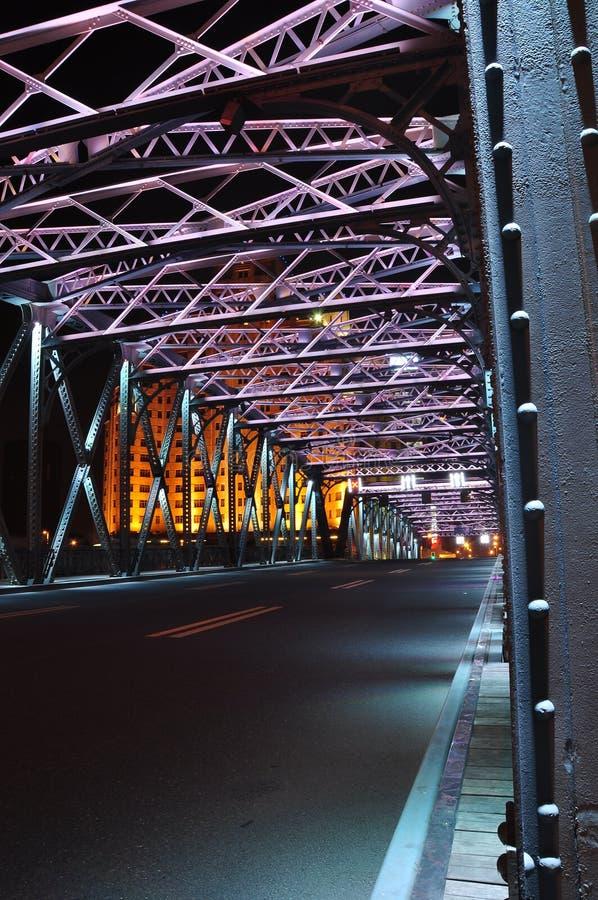 Сцена ночи красочного моста Waibaidu стоковые фото