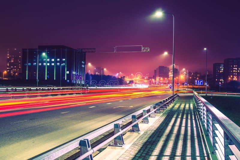 Сцена ночи дороги города стоковые фотографии rf