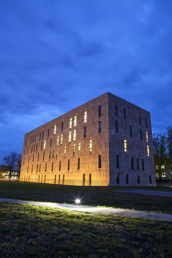 Сцена ночи положения Saxon и университетской библиотеки Дрездена стоковое фото