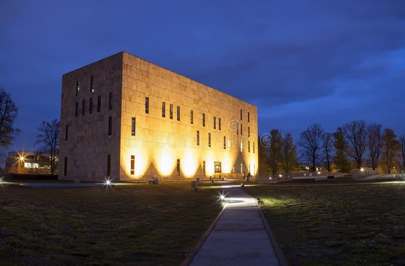Сцена ночи положения Saxon и университетской библиотеки Дрездена стоковое изображение