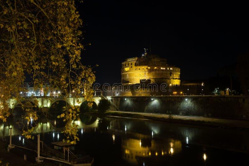 Сцена ночи Рима, мавзолея Hadrian стоковое фото rf