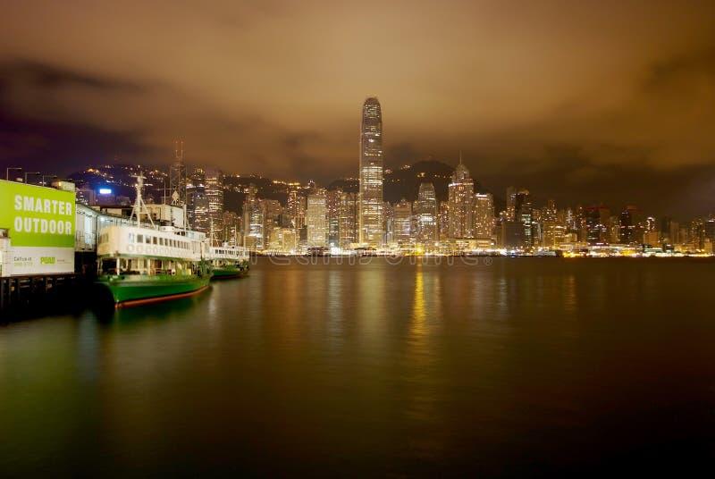 Сцена ночи habour Виктории, Гонконга стоковая фотография rf
