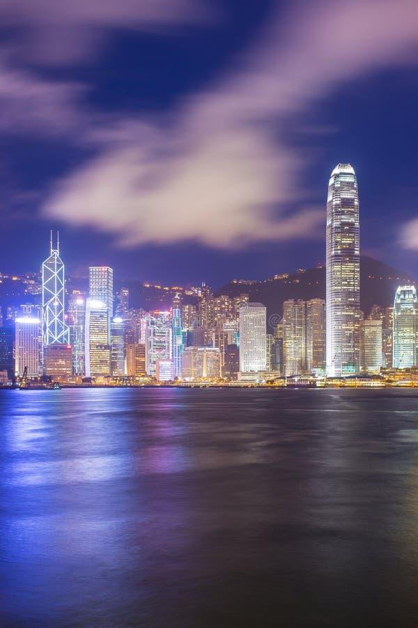 Сцена ночи HK на гавани Виктории стоковое изображение rf