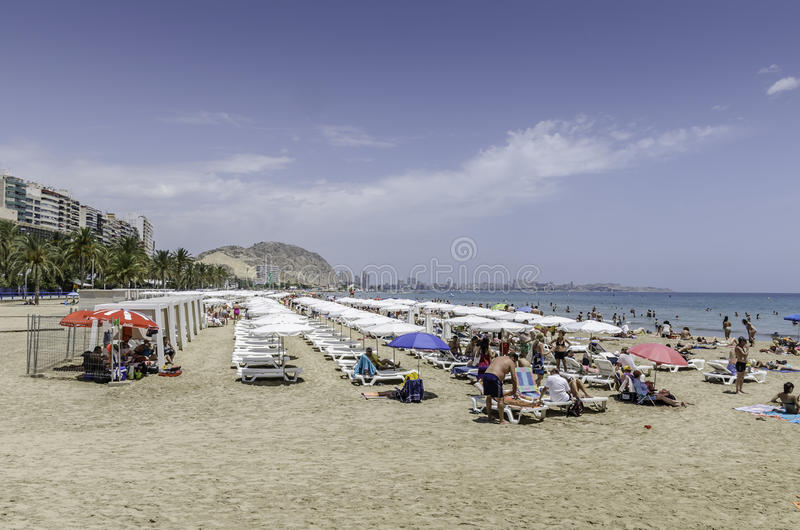 Сцена пляжа, Аликанте, Испания стоковые изображения rf