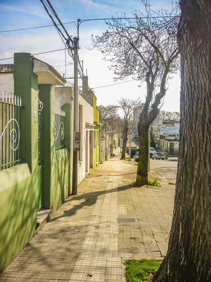 Сцена района среднего класса, Монтевидео, Уругвай стоковая фотография rf