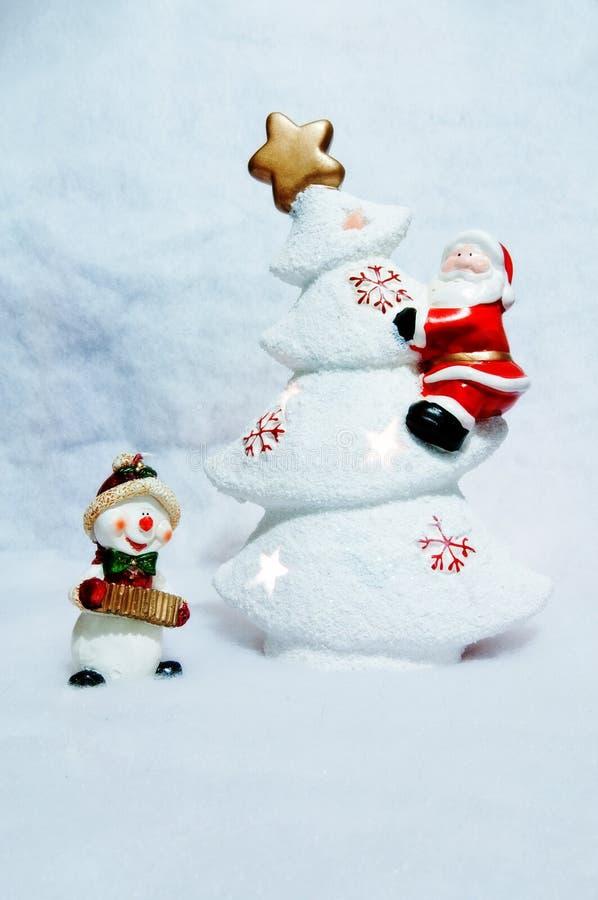 Сцена рождества со снеговиком и Санта Клаусом стоковые изображения rf