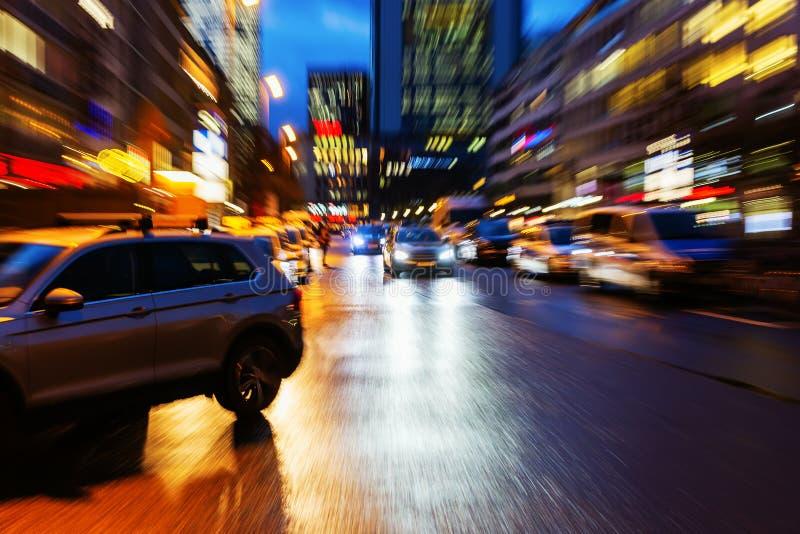 Сцена улицы вечером с влиянием сигнала стоковые фотографии rf