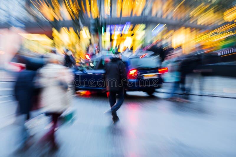 Сцена улицы в городе на сумраке с влиянием сигнала стоковое фото rf