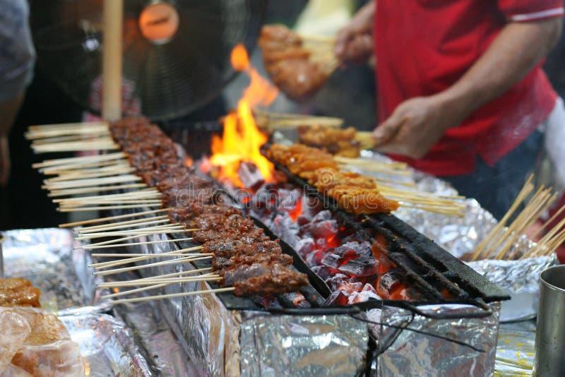 Сцена уличного рынка цыпленка satay стоковое изображение rf