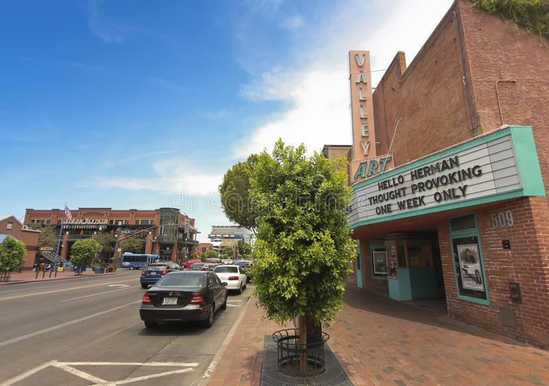 Сцена улицы бульвара мельницы, Tempe, Аризона стоковые изображения rf