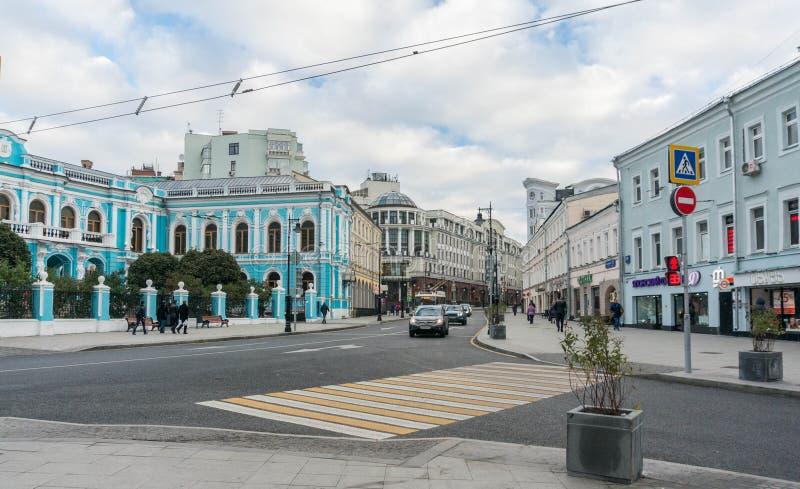 Сцена улицы Москвы Ul Maroseyka стоковые фотографии rf