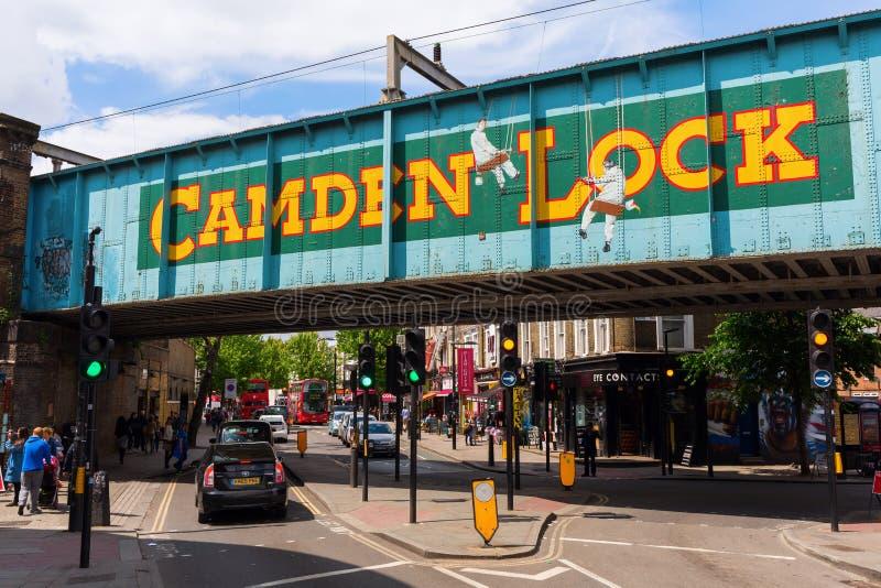 Сцена улицы на замке Camden, Лондоне, Великобритании стоковые изображения rf