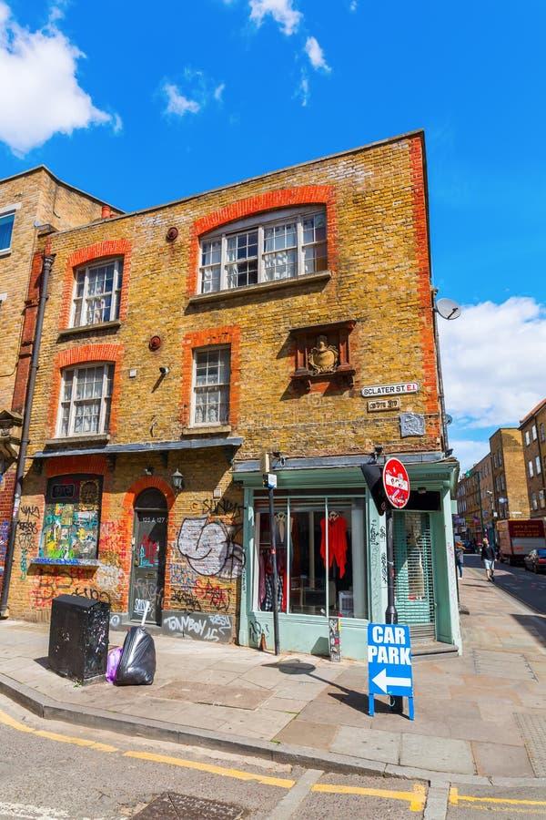 Сцена улицы на улице Sclater в Shoreditch, Лондоне стоковое изображение