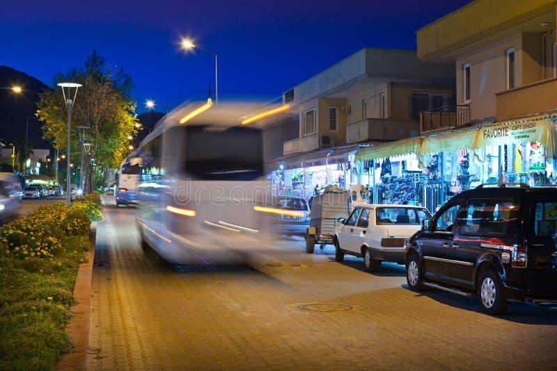 Сцена улицы ночи в Kemer стоковое фото