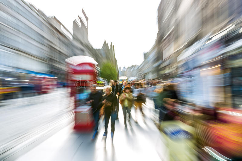Сцена улицы Эдинбурга с влиянием сигнала стоковое фото rf