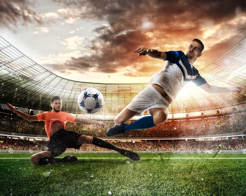 Сцена футбола с состязаясь футболистами на стадионе стоковое изображение