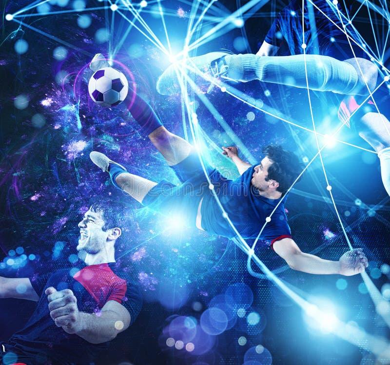 Сцена футбола с футболистом перед футуристической цифровой предпосылкой стоковое фото rf