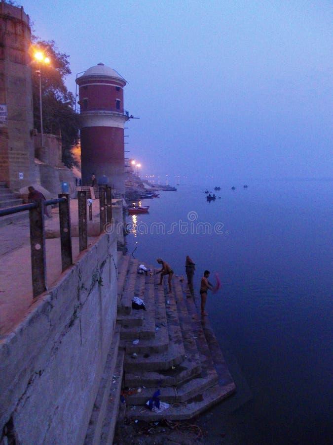 Сцены Ганга в Священном городе Варанаси в Индии стоковые изображения rf