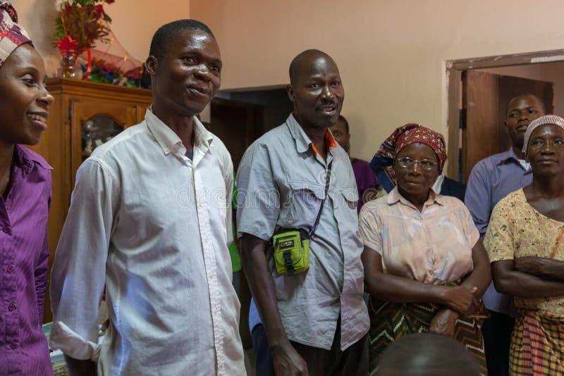 Сцены семьи церков Мозамбика Pentacostal в их Xai Xai стоковые фото